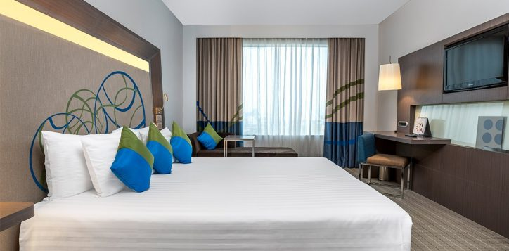 novotel-bangkok-ploenchit-sukhumvit-accommodation-01-superior-room-king-bed-12-2