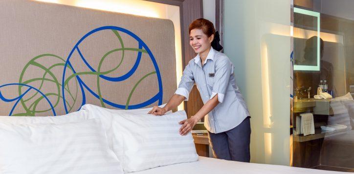 novotel-bangkok-ploenchit-sukhumvit_room-wtih-hk-service-1-2