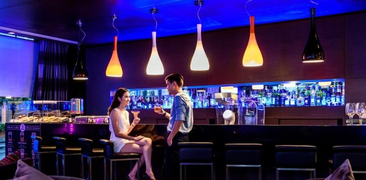 dee-lounge-novotel-bangkok-ploenchit-sukhumvit-1-2-2