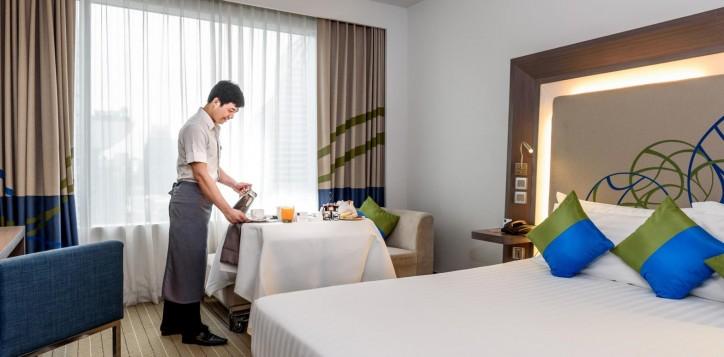 room-service-novotel-bangkok-ploenchit-sukhumvit-3-2